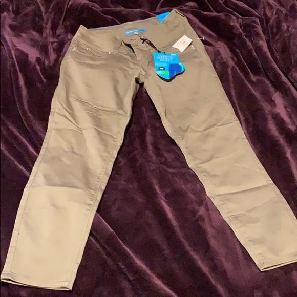 YMI Pants - YMI Wanna Betta Butt? Crop Pants